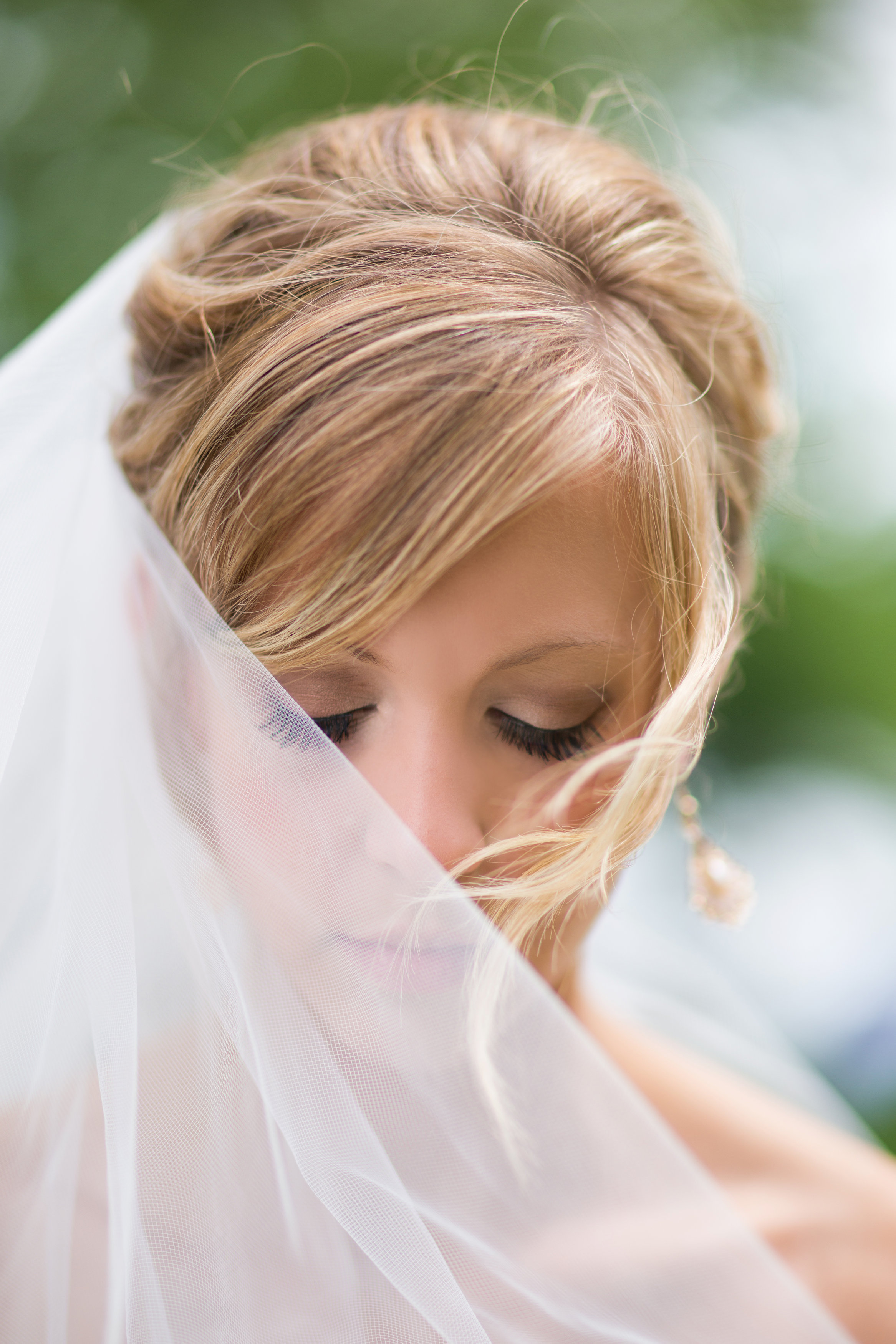 Stunning bride with veil